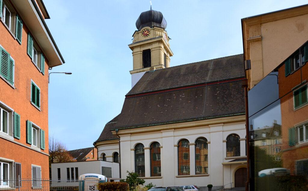 03 Im Hof der Pfarrei St. Josef