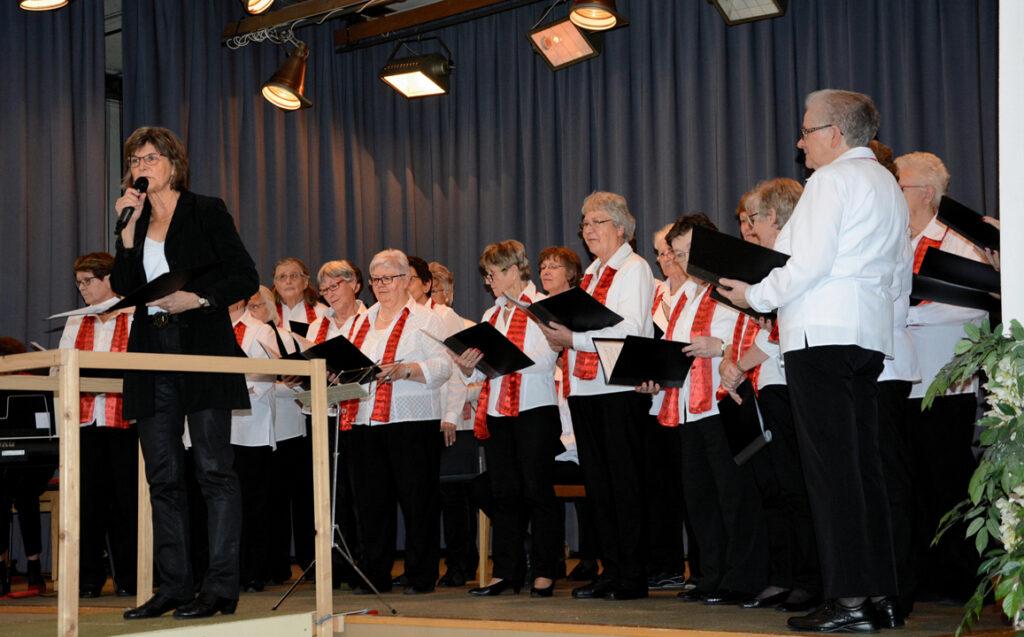06 Der Frauenchor Wipkingen vor dem Auftritt