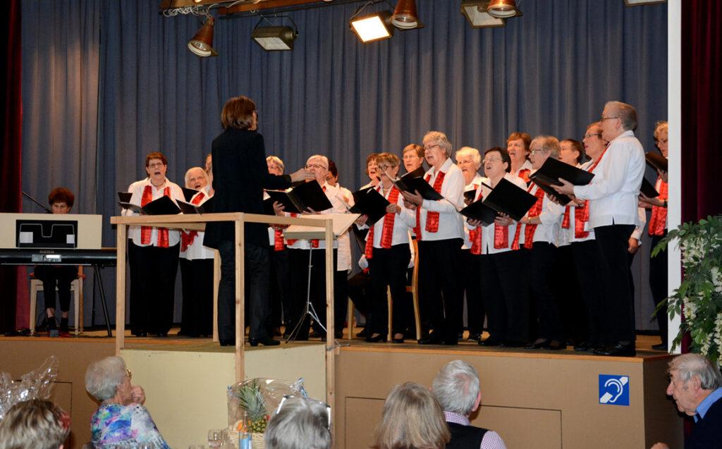 07 Frauenchor in Aktion