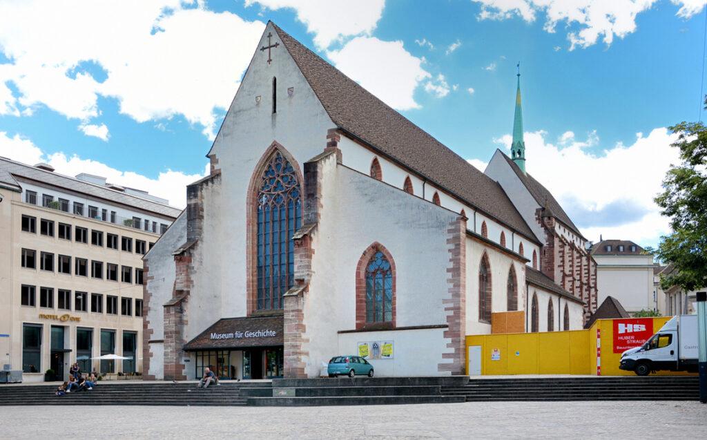 11 Ehemalige Kirche, jetzt Museum für Geschichte
