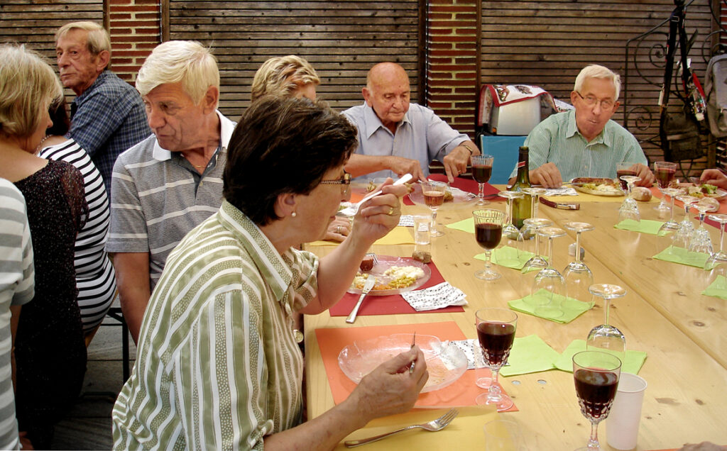 11 Rotwein, Grilladen und Salate