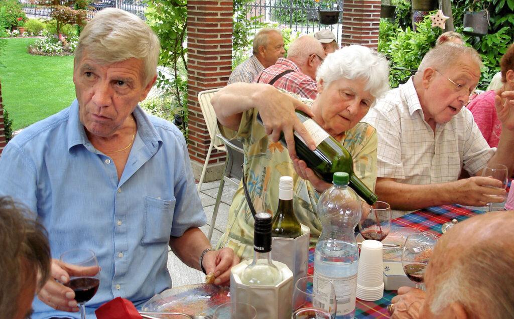 13 Annadorle und die grosse Weinflasche