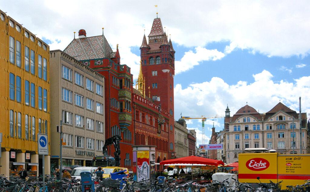 16 das Basler Rathaus