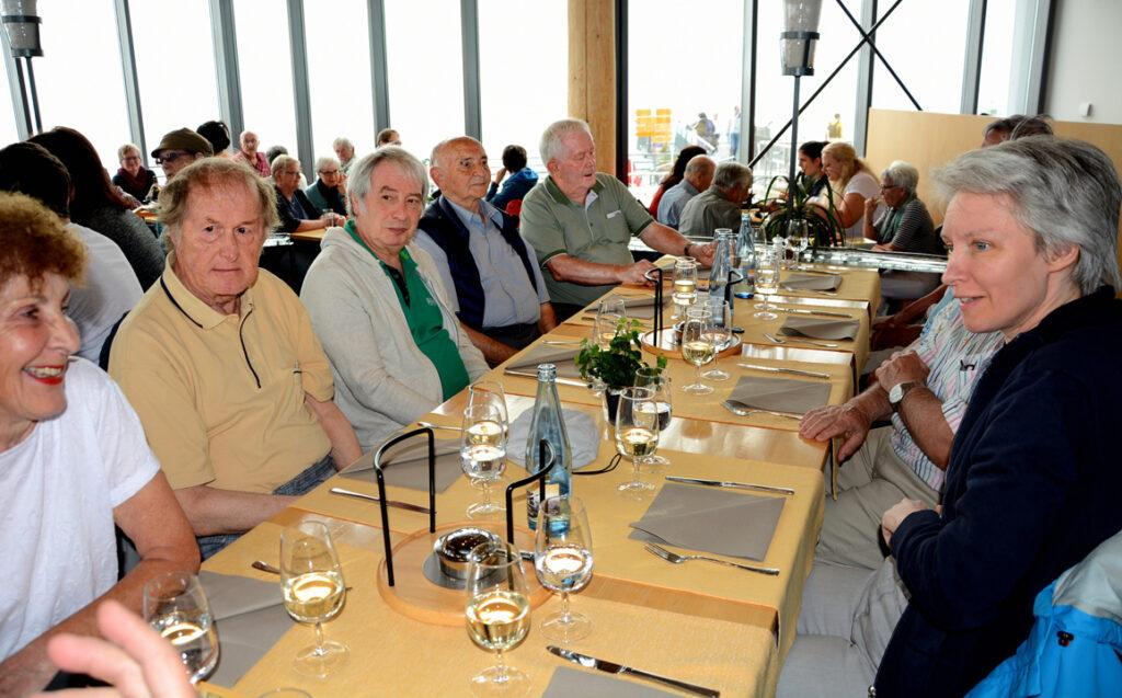 30 Tisch mit Alfredo