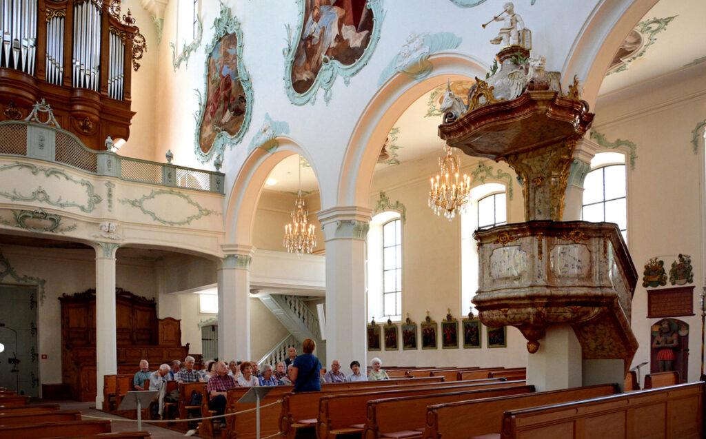 38 Informationen über die Kirche von der Stadführerin und Organistin