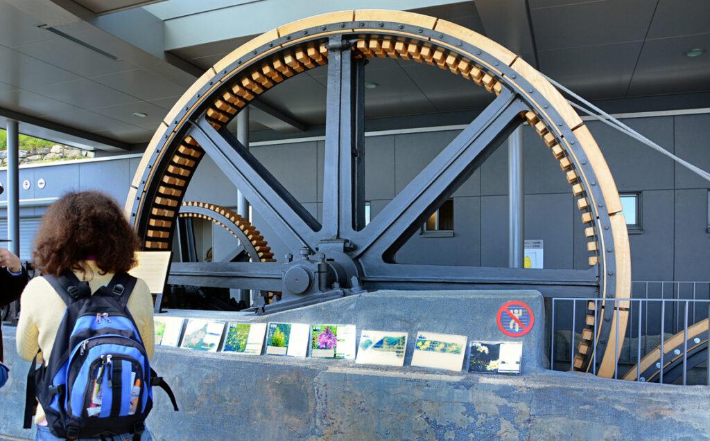 42 Alter Antrieb eines Räderwerks von 1893