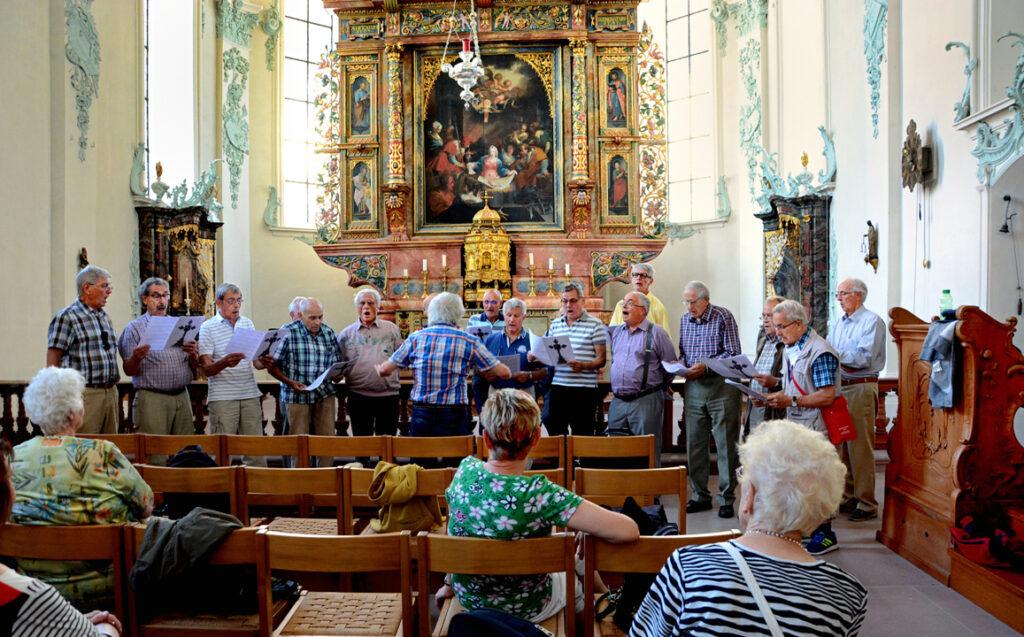 42 Am Hochaltar ein Lied vom Chor