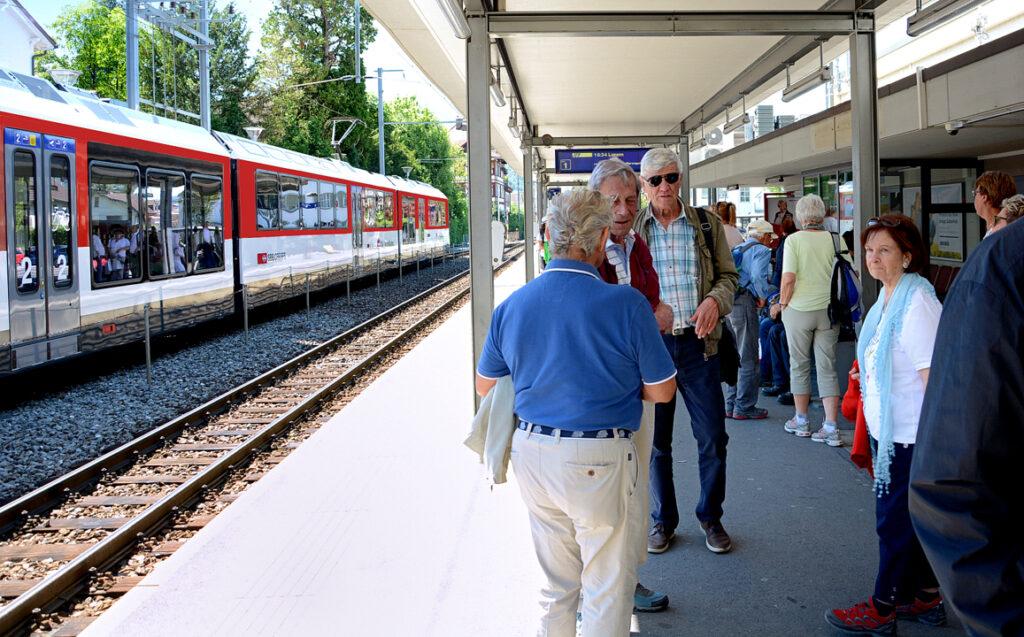 66 Wir warten auf den Zug