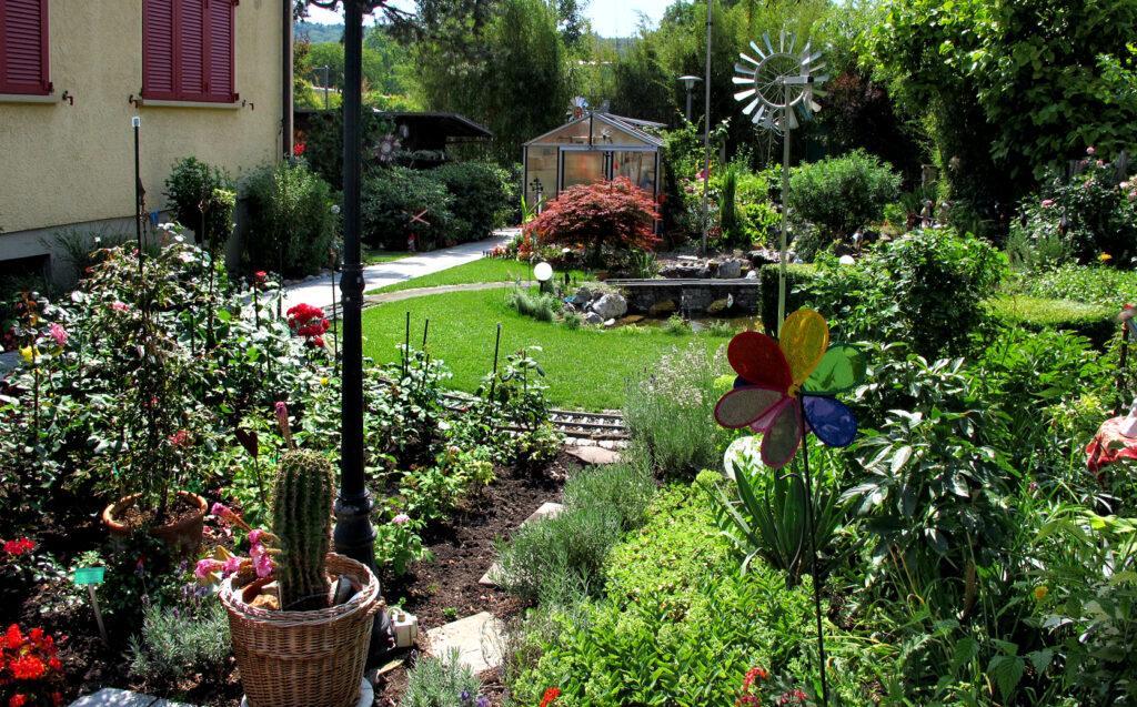 Durch den schönen Garten